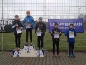 Das Siegerpodest der Klasse M12 mit Juri Weirich auf Platz drei