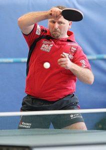 Hans-Jürgen Fischer steuerte zwei Einzelsiege und mit Gregor Surnin einen Punkt im Doppel bei